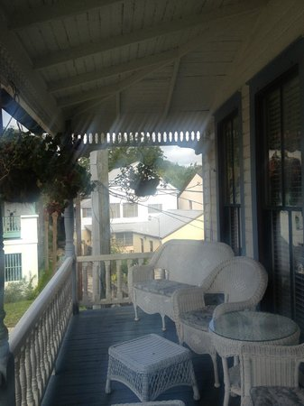 Carriage Way Bed & Breakfast: Varanda