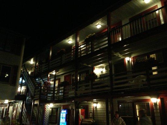 Martha's Vineyard Surfside Motel : night time view of surfside
