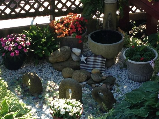 Martha's Vineyard Surfside Motel : garden