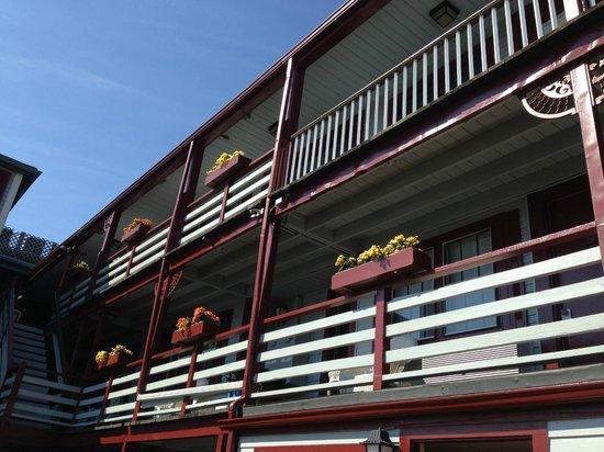 Martha's Vineyard Surfside Motel: balcony at surfside