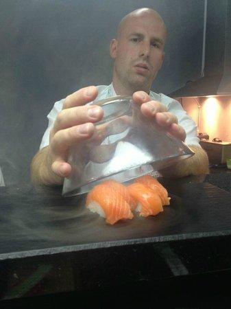 Umami Sushi : Szef kuchni i sushi wędzone na zimno