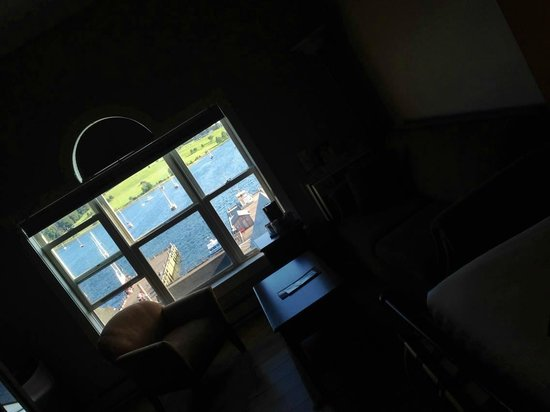 Lunenburg Arms Hotel: View of the view!! 4th floor, room 406 - stunning harbour view