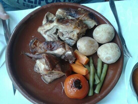 Los Hervideros Restaurant : Cochinillo Negro. Típico y tiernísimo!