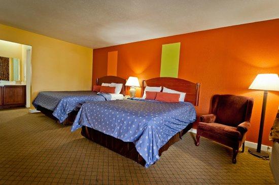 Economy Inn : Double Quenn Size Beds