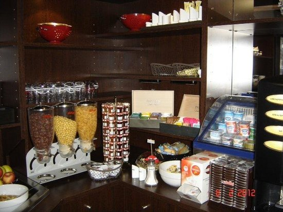 Kyriad Design Enzo Pont A Mousson: Buffet Breakfast