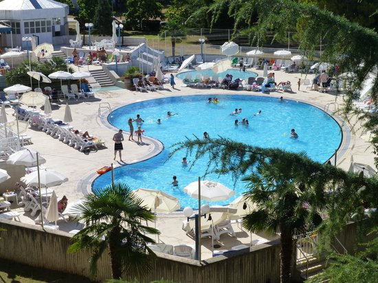 Apartments Pical: Pool area Hotel Zagreb