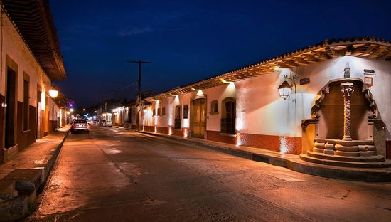 Hotel Pueblo Magico: CALLE PRINCIPAL