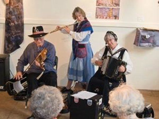 Artisans at the Dahmen Barn: Live music performances both large and small are regularly scheduled