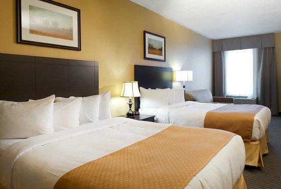 Divan Lits : Chambre familliale avec deux lits queens et divan lit ainsi qu un