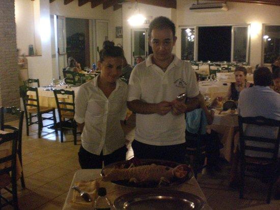 Hotel Punta Giara : bravissimi i nostri camerieri con un'ottimo branzino al sale