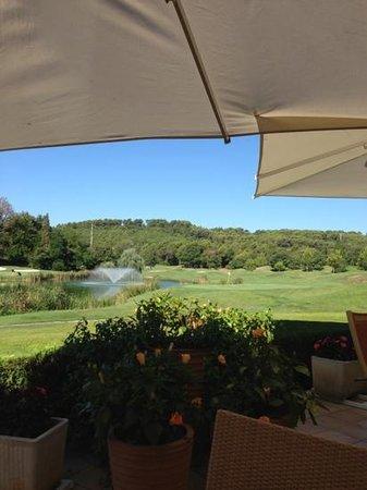Golf de Saint Donat : Bahn 18 aus Sicht des Clubhauses