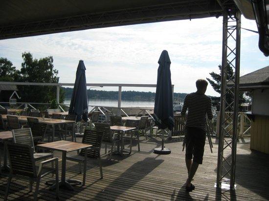 Arkosunds Hotell: Utsikt mot vattnet.