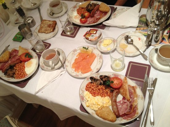 Lingwood Lodge : Breakfast (salmon + full English breakfast)