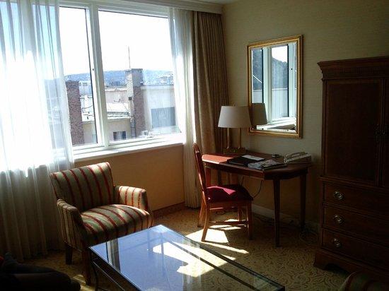 Millennium Court, Budapest - Marriott Executive Apartments : Living room