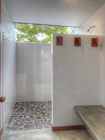 Pura Vida Retreat & Spa: Standard Shared Bathrooms