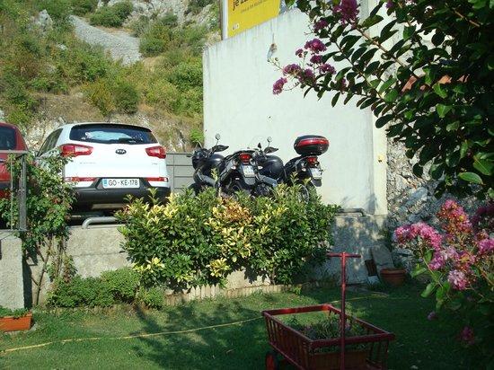 Pansion Rose: parking riservato agli ospiti