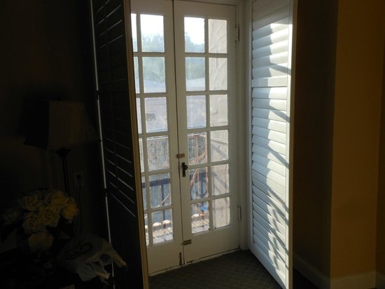 Sonora Inn: french doors to small balcony