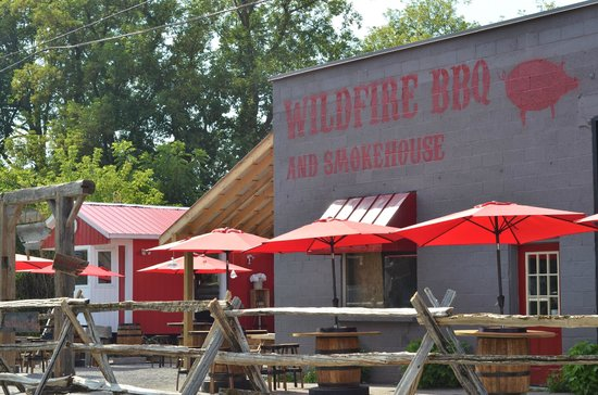 Wildfire BBQ and Smokehouse: Outdoor seating