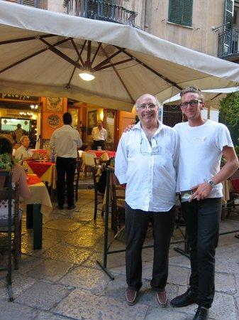 Palazzo Trabucco: Ägaren med servitör