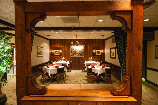 Crescent Lodge Restaurant: Romance Dining at Crescent Lodge