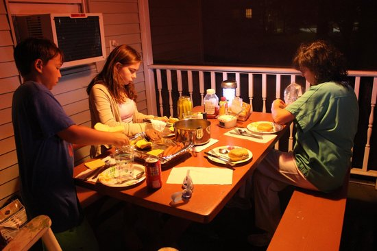 Bowen's by the Bays: BBQ dinner on screened-in porch