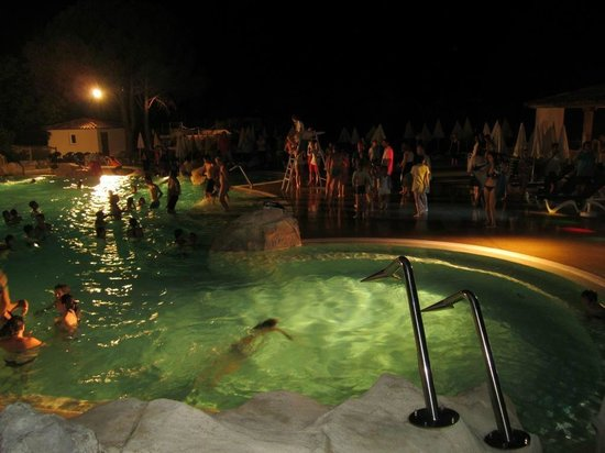 Pierre & Vacances Village Le Rouret : Swimming Party