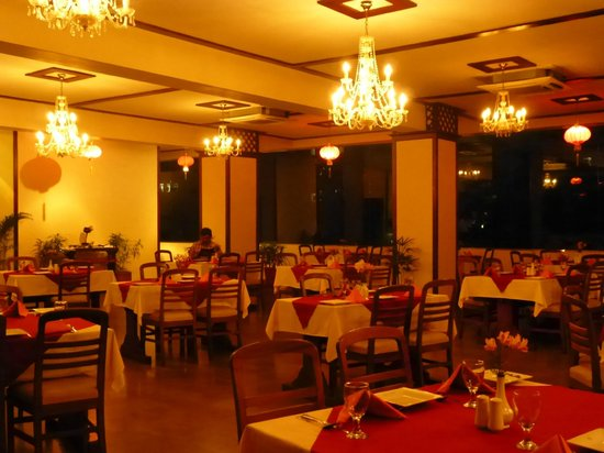 Sapphire Hotel: Restaurant