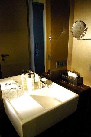 25hours Hotel The Goldman: bagno