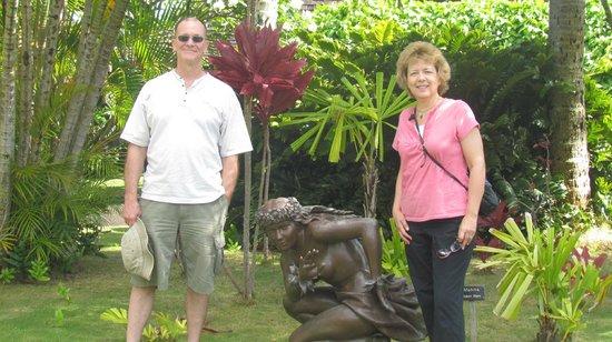 Na Aina Kai Botanical Gardens: Here we are by the Hawaiian Mahina dancer