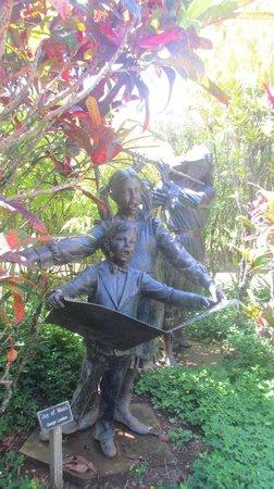 Na Aina Kai Botanical Gardens: These sculptures are almost life size!