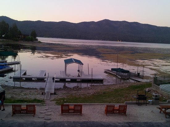 Big Bear Lake Front Lodge: This is the pix from the patio of the lakeview front