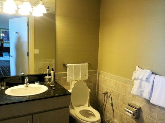 Broadway Residences and Suites: Bathroom