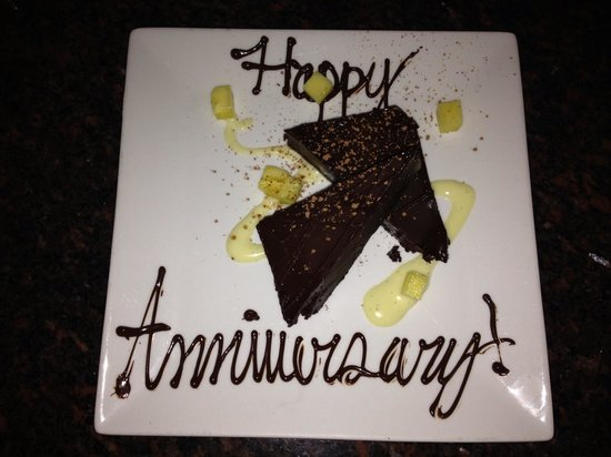 Roy's Poipu Bar & Grill: Roy's surprised us with this delicious dessert on our anniversary.