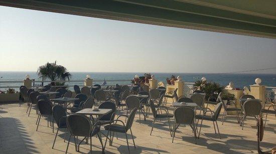 Hotel Rethymnon Mare: same nice evening restaurant terrace