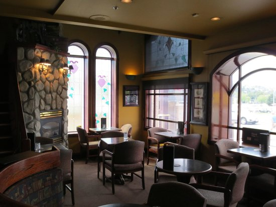 Sir Winston's Pub : View of front seating area
