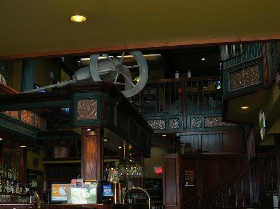 Sir Winston's Pub : Interior view towards the bar