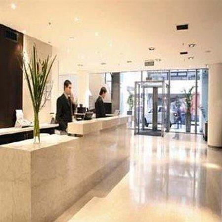 دازلر تاور سان مارتين: Dzz Tower Lobby -Vista Recepcion Al Exterior -Alta