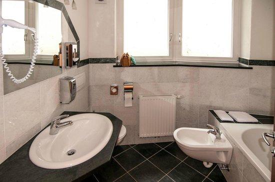 Hotel Panoramik: 2° bagno con vasca