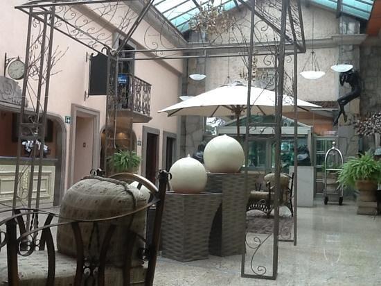 Quinta Del Rey Hotel: lobby tot entree bar en restaurant
