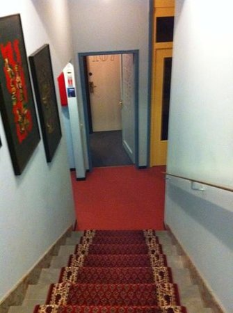 Hotel Colorado Lugano: depressing hall way