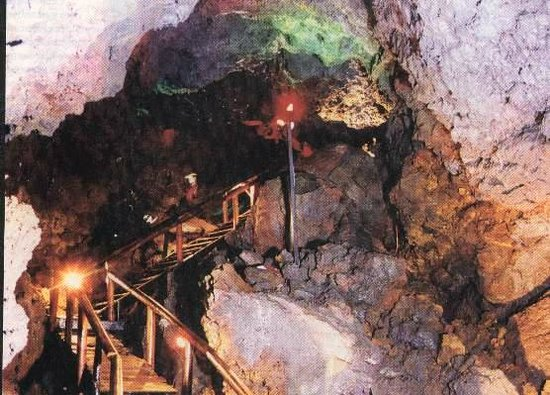 Cabañas Huarranchi: cerca de nuestros Bungalows se encuentran las Cuevas Volcánicas. Un paseo para realizar