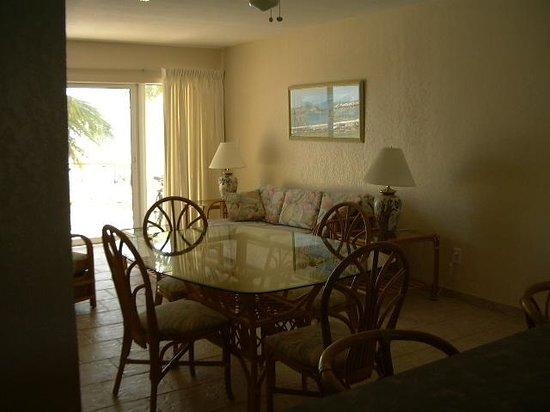 Regattas of Abaco : The living room