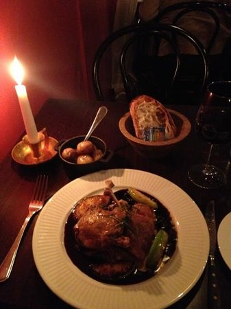 Le Benjamin Bar & Bistro : duck with fresh mushrooms, blue berry sauce and apples