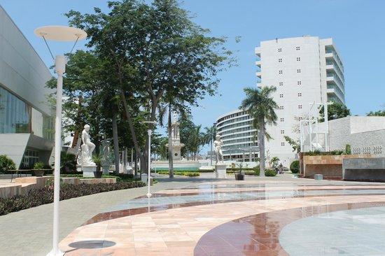 Centro Cultural de Acapulco : Este es el interior de Mundo Imperial