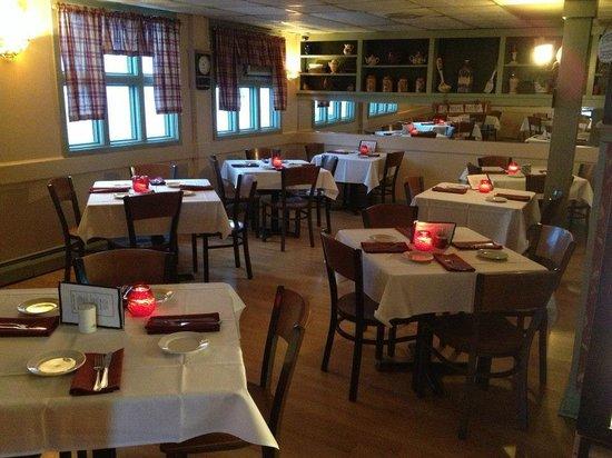 The Landmark Restaurant: Dining