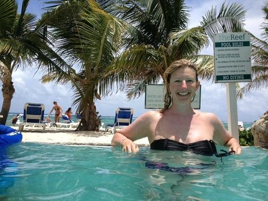 Wyndham Reef Resort : Endless pool right on beach