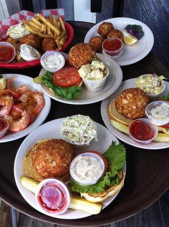 Stoney's Solomon's Pier : Stoney's crab cakes on the way to hungry diners