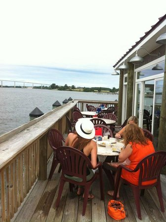 Stoney's Solomon's Pier : Outdoor seating with picturesque view of the river and graceful bridge