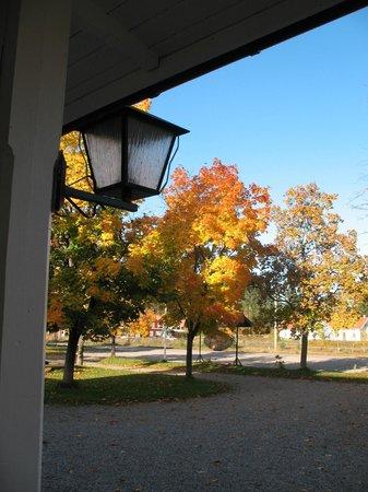 Jadraas, Sweden: Autumn view from the front porch. Höstvy från huvudeentrén.