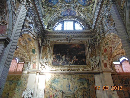 Cattedrale (Duomo) di Bergamo e Battistero: Vitral e pintura em tela